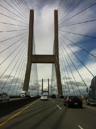 Mountain Bed & Breakfast: Die Brücke zur Stadt...einfach klasse!
