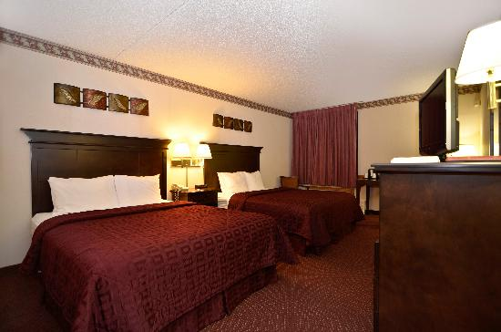 Comfort Inn at Thousand Hills: Queen Room