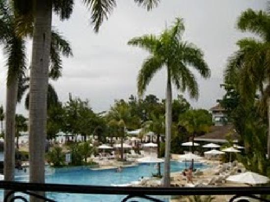 Couples Negril : Couples at you walk in/ Large Pool/ Swim up Bar