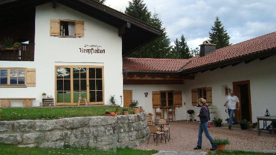 Pension Kropfleiten: Front of hotel