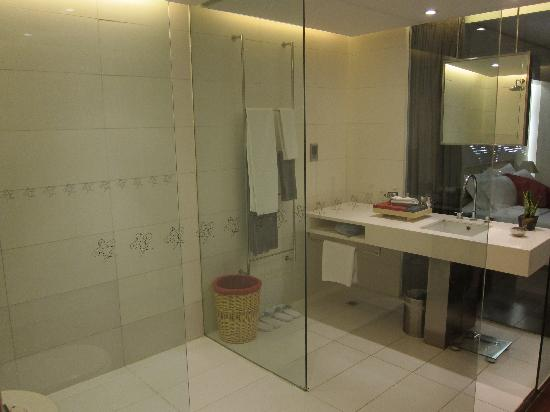 Hotel Kapok Beijing: The bathroom