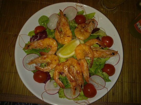 Agiu Georgiu : Salad with fresh grilled shrimps