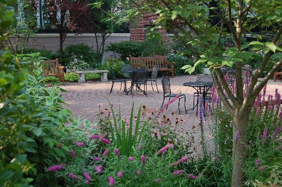 Radnor Hotel: Courtyard