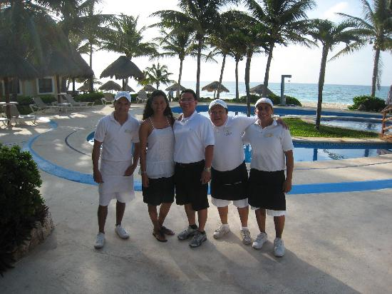 Mahekal Beach Resort: Our waistaff Rogelio, Ivan and Alberto. Love them!!