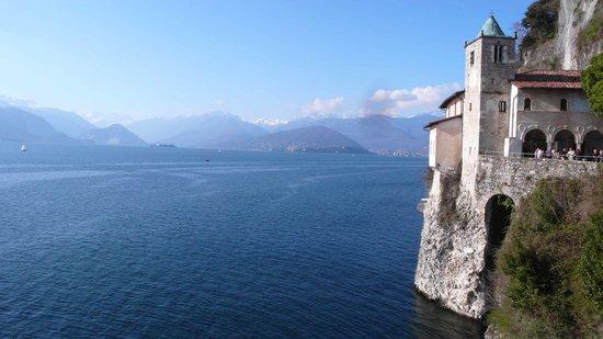 Leggiuno, Italy: l'Eremo e le isole Borromee