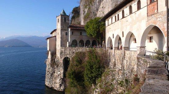 Leggiuno, Italy: Il campanile romanico