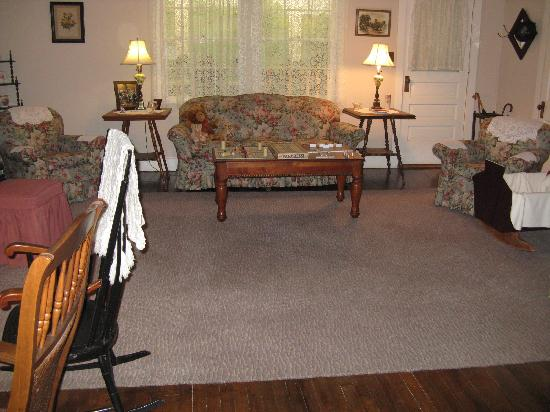 Walton's Mountain Museum: Walton's living room