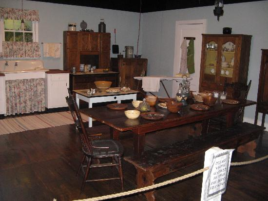 Walton's Mountain Museum: Walton's kitchen