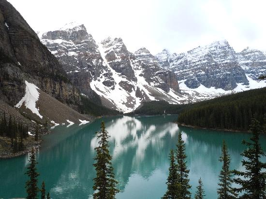 Moraine Lake Lodge: the lake