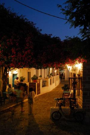 Chora Resort Hotel and Spa: Xora at night