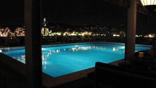 President Hotel Piscine La Nuit