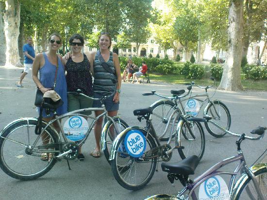 Blue Bike Zagreb Cycling Tours: San Francisco girls discover Zagreb by bicycles