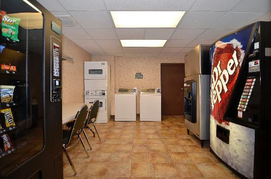 Comfort Inn & Suites Branson Meadows: Guest Laundry