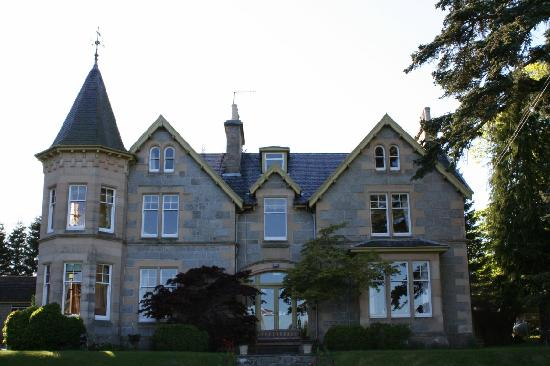 Tigh na Sgiath Country House Hotel: Another shot of the front of the house