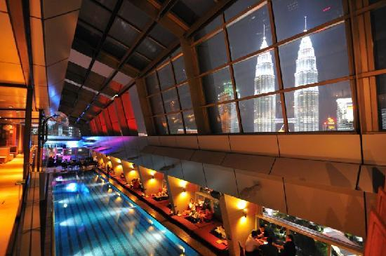 Traders Hotel, Kuala Lumpur: Pool with view