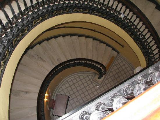 Arlington Resort Hotel & Spa: Staircase
