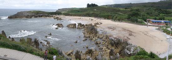 Playa de Toro : la playa desde la carretera a Llanes