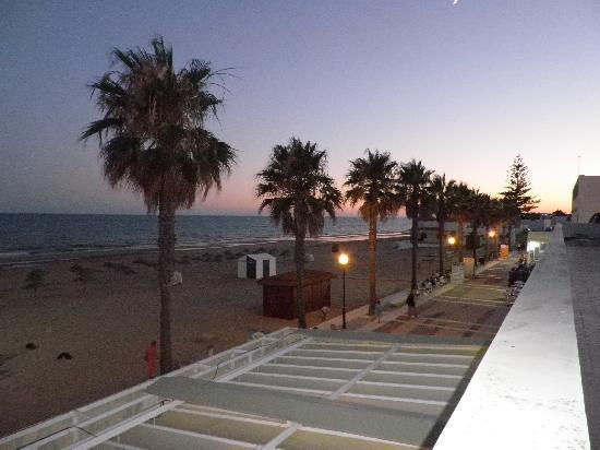 Hotel Lepemar Playa: al ladito de la playa, casi la pisamos