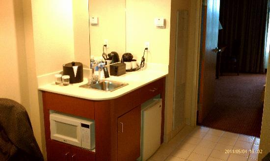 Embassy Suites by Hilton Columbus Dublin: Mini Kitchen