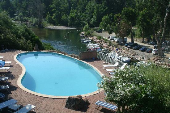 Hotel Le Mediterranee : vue de la piscine