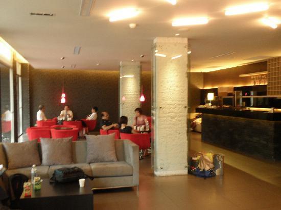 Haifu Hotel and Suites: ロビー