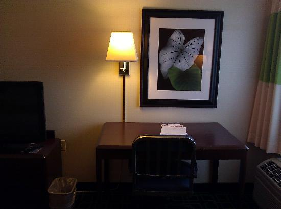 Fairfield Inn Burlington Williston: Workdesk