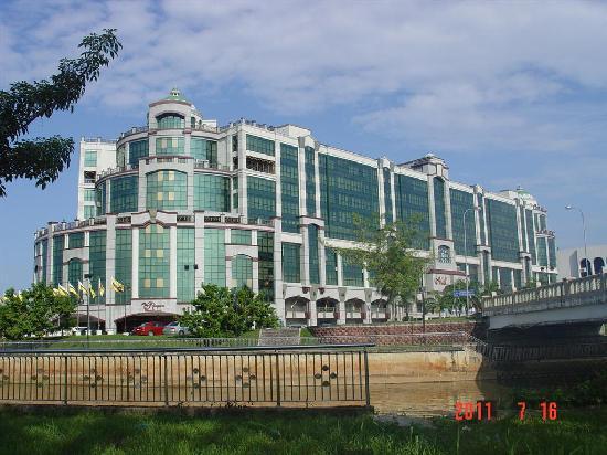 The Rizqun International Hotel  108    U03361 U03362 U03364 U0336