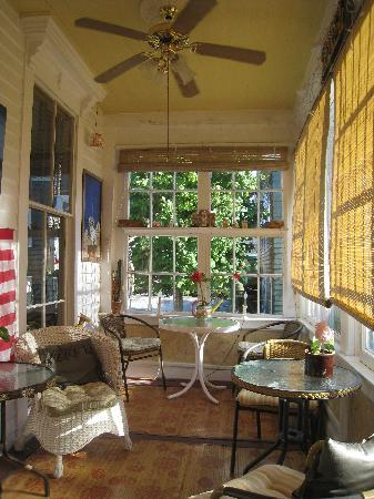 Fair Street Guest House: Breakfast porch in Main House