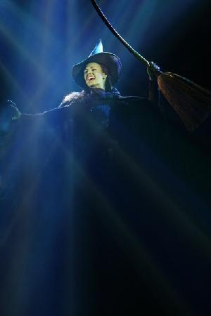Wicked: Teal Wicks as Elphaba ... a genius voice!