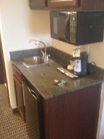 Holiday Inn Express Hotel & Suites Durant: kitchen area