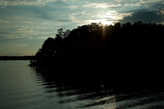 Occoneechee State Park: Sunset on the lake