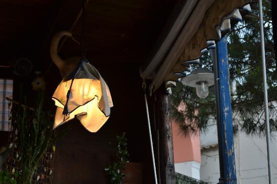 Il Ritrovo: Cute lighting accents