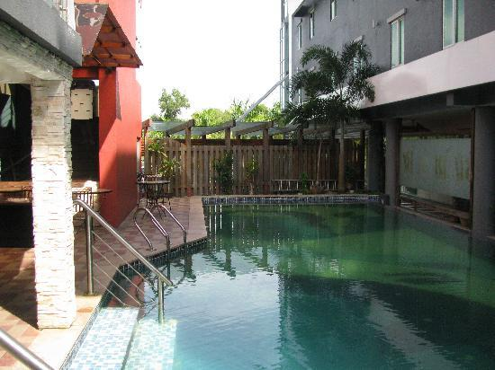 Palm Garden Hotel : Pool