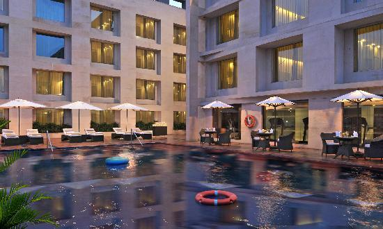 Four Points by Sheraton Jaipur, City Square: Pool Side