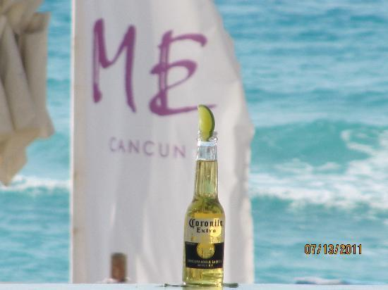 ME Cancun: My Corona while at the Infinity Pool