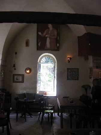 Alreda : Eine schöne Ecke des Restaurant mit dem Bild der hoch gelobten Sängerin Um Kulthum. Abends hört