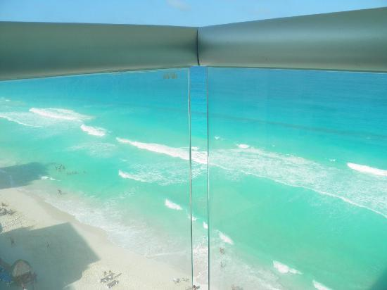 Oleo Cancun Playa : view from our balcony