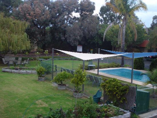 Comfort Inn Busselton River Resort: pool view from my balcony