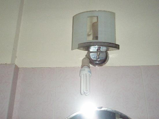 Thien Hai Hotel: One of the dangling light fittings
