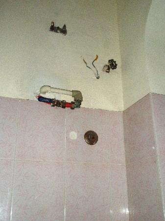 Thien Hai Hotel: Above the bath/shower
