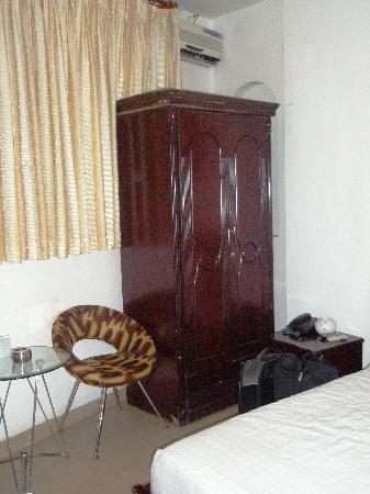 My Ngan Hotel: Wardrobe area