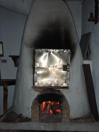 Hostal Renacer: Woodfire pizza over... Fabulous Pizzas