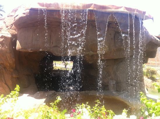 Savoy Sharm El Sheikh: cave bar