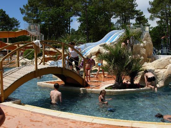 Chambre picture of camping l 39 oree du bois la palmyre for Camping le bois joli la chambre