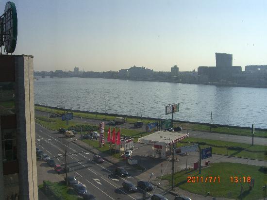 Moscow Hotel: ネヴァー川が目の前にある
