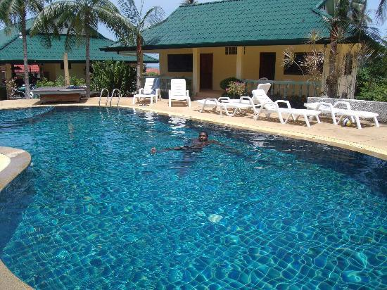 Samui Reef View Resort: Swimming pool