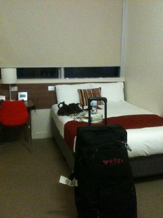 โรงแรมเมอร์คิวร์กรอสเวเนอร์: budget room. what you see is what you get.