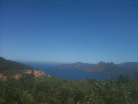 Le Belvedere de Saliccio: Vue sur Reserve de Scandola et Golfe de Girolata au pied de la montagne de granite et porphyre r