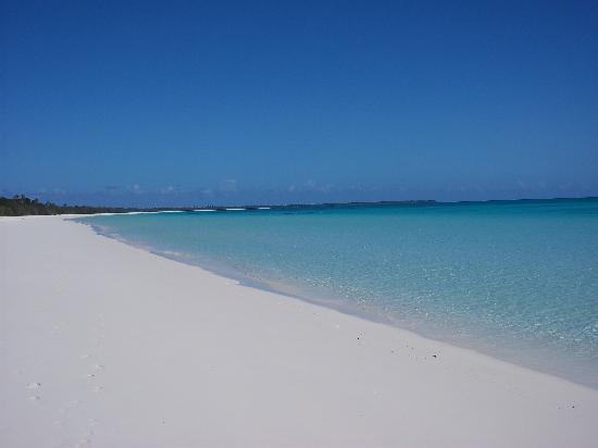 Hotel Paradis D'Ouvea: plage devant le bungalow