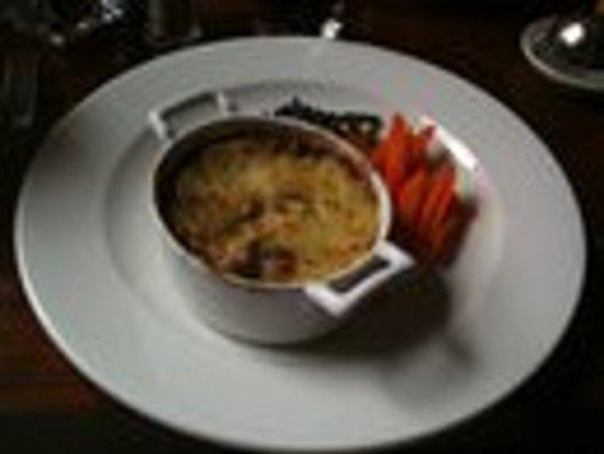Walkers' Bar at Macdonald Swan Hotel: £11.60 for this!!!!!!!